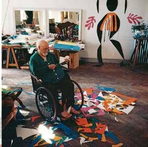 Henri-Matisse-travaillant-à-des-découpages-géants-Nice-1952-Photo-Hélène-Adant