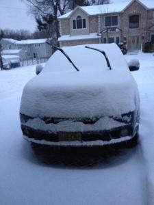 auto onder de sneeuw